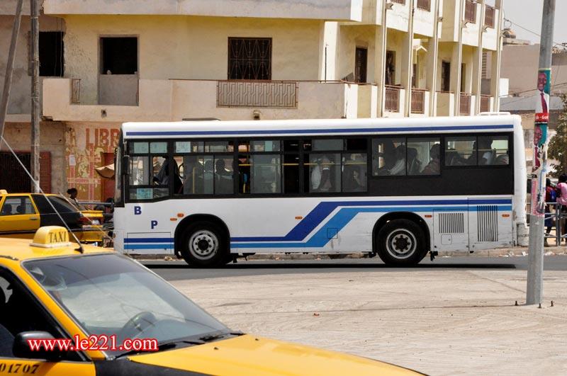les transports en commun bus cars rapides taxis brousse ndiaga au s n gal le c ur. Black Bedroom Furniture Sets. Home Design Ideas